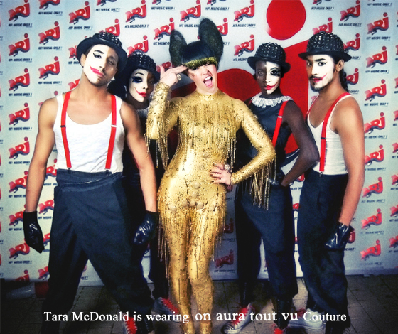 Tara McDonald en concert NRJ porte on aura tout vu Couture  par livia stoianova et yassen samouilov