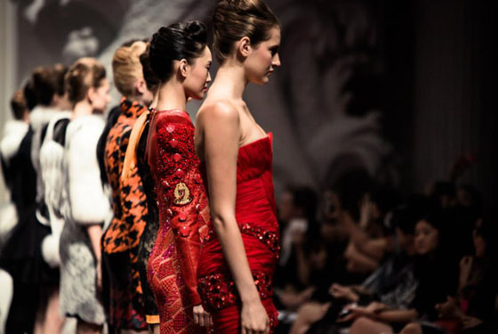 final of the fashion show by on aura tout vu in singapore fashion week 2012