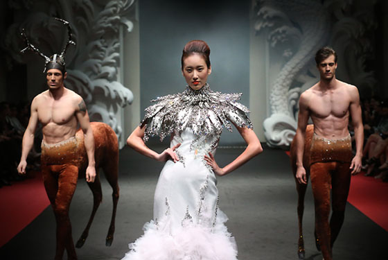 on aura tout vu wedding dress and centors at fide fashion week singapore 2012