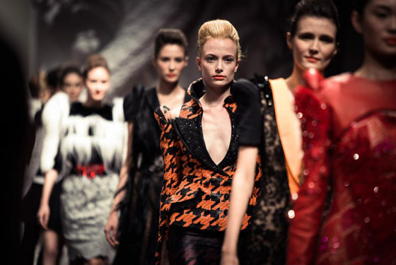 the final of on aura tout vu haute couture fashion show in singapore 2012