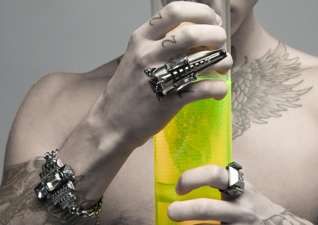 bague et bracelet en metal noir et cristal jet collection on aura tout vu ete 2017